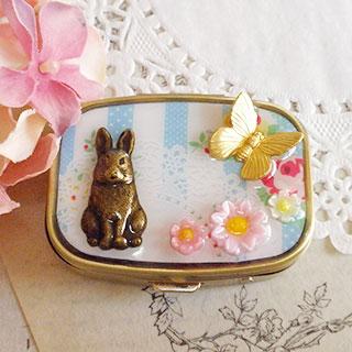 ウサギと蝶の小物入れ・水色 * Geschichte