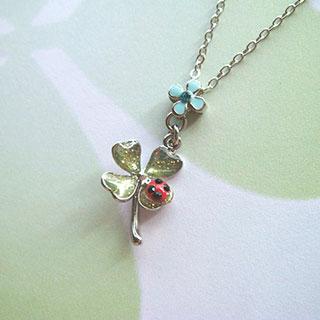 クローバーと小花のペンダント(ライトブルー)*Glassberry