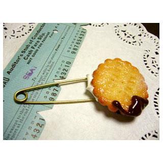 チョコがけクッキーのブローチ*Luna Antique*