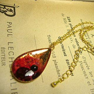 煌めき樹脂ドロップのネックレス・ラズベリーS *Luna Antique*