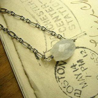 ムーンストーンの一粒ネックレス *Luna Antique*