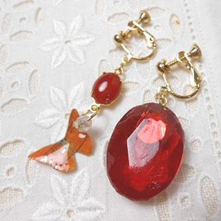 赤い宝石風のイヤリング *Luna Antique*