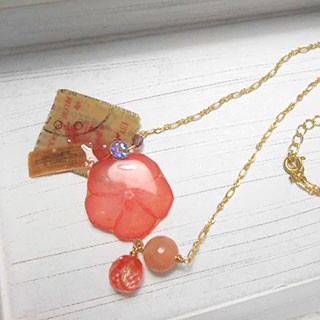 お花と切手のネックレス *Luna Antique*