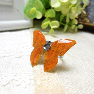 オレンジの蝶の指輪 *Luna Antique*
