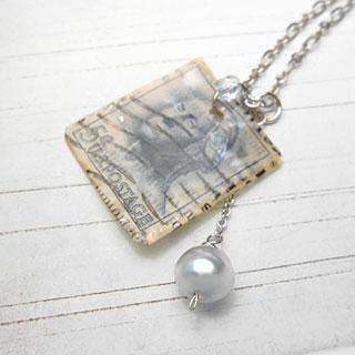 アコヤ真珠と切手のネックレス *Luna Antique*