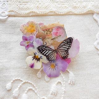 コラージュブローチ「蝶々の旅の思い出」*Luna Antique*