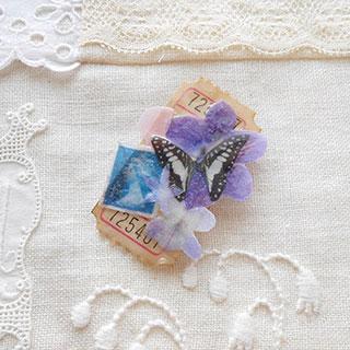 コラージュブローチ「蝶と女王の切手」*Luna Antique*