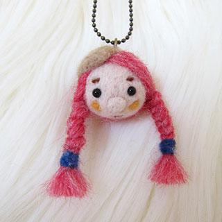 赤毛三つ編みちゃん ベージュベレー帽 * natsuco