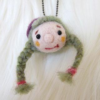 緑毛三つ編みちゃん 紫ベレー帽 * natsuco
