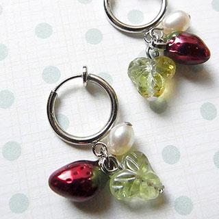 苺と真珠のフープイヤリング * nico_yuk*
