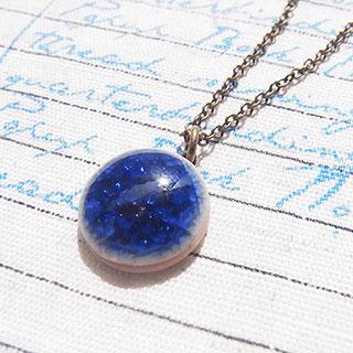 小さな丸い磁器のペンダント:藍 * tranquillement**