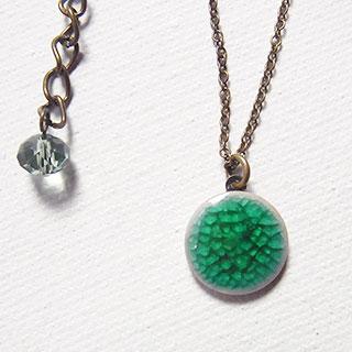 小さな丸い磁器のペンダント:花緑青 * tranquillement**