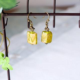 オリーブグリーンと金色のピアス * 遅咲きの花*