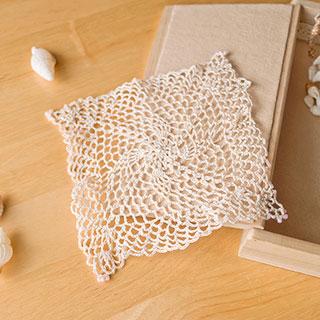 フリル状のネット編みが繊細なドイリー * Ours blanc